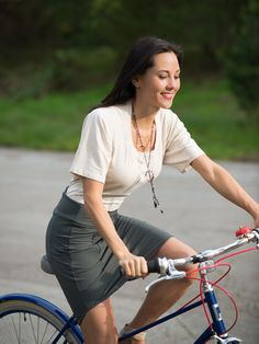 Ride A Bike In A Skirt And Top From Iladora - Bike Pretty