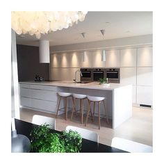 Cool and HUGE #manobykvik kitchen at the Norwegian home of @finkrihouse ✨Happy friday everyone #kvikkitchen #coolkitchen #kvik #køkken #kitchen #dreamkitchen #weekend