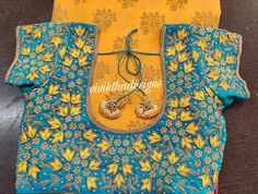New Saree Blouse Designs, Best Blouse Designs, Half Saree Designs, Bridal Blouse Designs, Creative Embroidery, Embroidery Designs, Mirror Work Blouse, Maggam Work Designs, Hand Embroidery Videos