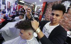 Ever Dubon, el barbero solidario de Valencia  ||  Huyó de la violencia en Honduras hace 12 años. Hoy, afincado en Burjassot, encabezará de la mano de Cáritas un proyecto para ayudar a miles de necesitados http://www.lasprovincias.es/comunitat/ever-dubon-barbero-solidario-valencia-caritas-brooklyn-barber-20180212124822-nt.html?utm_campaign=crowdfire&utm_content=crowdfire&utm_medium=social&utm_source=pinterest
