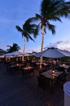 What sort of meal would you and your family enjoy if you were eating at Hemingway's in Turks & Caicos?
