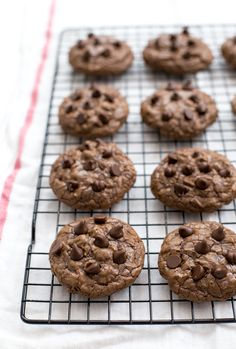 Super soft and chocolatey Brownie Cookies! Everything you love about a brownie but in cookie form! Recipe by chefsavvy.com
