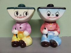 Hard-to-find set of PY / Miyao anthropomorphic Inkwell Boys shakers. Pepper Spice, Salt And Pepper Set, Vintage Ceramic, Vintage Pens, Vintage Dishes, Salt Pepper Shakers, Sugar And Spice, Pottery, Stuffed Peppers