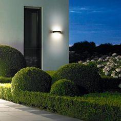 BEGA LED-Wandleuchte mit zweiseitigem Lichtaustritt, 200 x 55 x 120 mm, 6,3 W, 730 lm