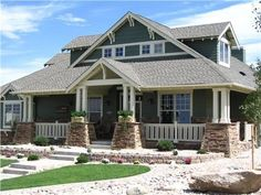 Beautiful Craftsman style...this is my favorite style of home, 2nd only to the old farm house #CraftsmanHomeDécor,