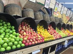 Supa IGA, a discount supermarket in Ulladulla, New South Wales, has impressed with perfectly organised display cases. Fruit And Veg Shop, Fruit And Vegetable Storage, Vegetable Shop, Vegetable Basket, Produce Displays, Fruit Displays, Retail Displays, Shop Displays, Merchandising Displays