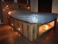 rustic pallet handmade bed with lights