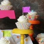 My Favorite Vanilla Cupcakes from Shelly Jaronsky (cookies and cups) Beaux Desserts, Köstliche Desserts, Delicious Desserts, Yummy Cupcakes, Cupcake Cookies, Cupcake Recipes, Dessert Recipes, Vanille Cupcakes, Brownies
