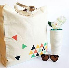 Craft Gifts For Father - Fantastic Present Strategies Diy Triangle Print Tote Bag Make And Tell Shibori, Tote Tutorial, Diy Tutorial, Costura Diy, Triangle Print, Triangle Bag, Diy Mode, Diy Tote Bag, Reusable Shopping Bags
