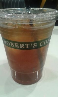 Cold lemon ice tea, yam! // Robert's Coffee