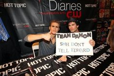 Vampire diaries =  way hotter love triangle and men than twilight!