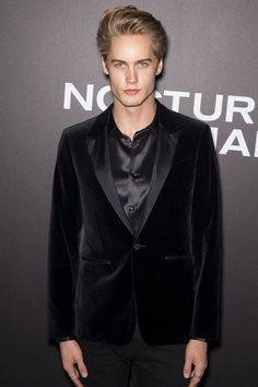 Neels Visser Want to find out more about the top male models in the world's fashion? Here, we have put together a photography collection of the most handsome and hot men models of any age, from young to older ones. Famous Male Models, Top Male Models, Teen Models, Female Models, Older Male Models, Handsome Male Models, Russian Male Model, Russian Men, Blonde Male Models