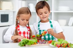 7 Ways to Help Children Develop a Healthy Relationship to Food