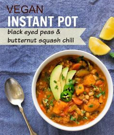Instant Pot Black eyed peas lentils butternut squash chili | How to make vegan chili in Instant Pot Pea Recipes, Whole Food Recipes, Vegetarian Recipes, Cooking Recipes, Vegan Vegetarian, Soup Recipes, Dinner Recipes, Dinner Ideas, Superfood Recipes