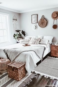 Home Decor Luxury Boho Chic Bedroom Makeover. The inspirations behind this bedroom were drawn from my trips to Morocco and Bali. I wanted to feel a little bit bohemian, a little bit vintage, and a lot of fresh airy vibe. Boho Chic Bedroom, Bedroom Vintage, Modern Bedroom, Minimalist Bedroom, Boho Bed Room, Modern Vintage Bedrooms, Vintage Inspired Bedroom, Boho Chic Bedding, Vintage Bedroom Styles