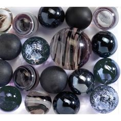 Cube de billes noir Marble Board, Cubes, Glass Floats, Glass Marbles, Glass Ceramic, Glass Ball, Mind Blown, Painted Rocks, Just In Case