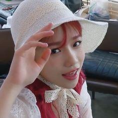 Yuri, Fandom, Kpop Girl Groups, Kpop Girls, It Icons, Cool Girl, My Girl, Japanese Girl Group, Girls In Love