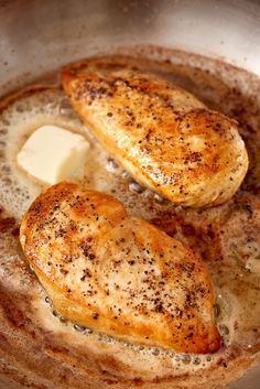 How To Cook Golden, Juicy Chicken Breast on the Stove — Cooking Lessons from The Kitchn Pan-seared chicken breast for a gold chicken dinner. Ways To Cook Chicken, Cook Chicken On Stove, Grilled Chicken On Stove, Pan Cooked Chicken, How To Season Chicken, Easy Chicken Seasoning, Stove Chicken Recipes, Cast Iron Chicken Recipes, Eating Clean