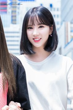 15 Female Idols Who Look So Flawless With Bangs You Might . Short Hair With Bangs, Hairstyles With Bangs, Haircuts, Hair Bangs, Shot Hair Styles, Hair Shows, G Friend, K Idol, Beautiful Asian Girls