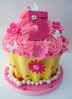 Google Image Result for http://www.thecupcakeblog.com/wp-content/uploads/2011/04/Butterflies-and-Blossoms-Giant-Cupcake.jpg