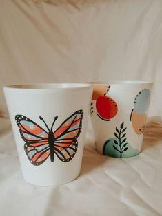 Painted Plant Pots, Painted Flower Pots, Painted Cups, Pottery Painting, Diy Painting, Pots D'argile, Painted Coffee Mugs, Concrete Crafts, Diy Crafts Hacks