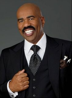 """""""Stop looking for a man to make you happy. That's not his job. Suit And Tie, Comedians, Men Tv, Steve, Movie Producers, Celebrities Male, Well Dressed Men, Steve Harvey Suits, Suits"""