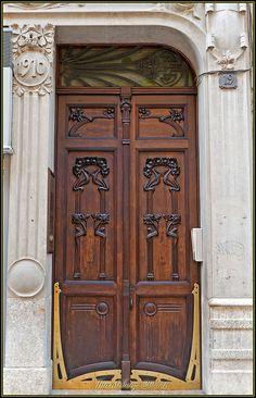 Puerta Casa Tomás Jordi - 1909 (Pere Caselles i Tarrats) by JuandeCT, via Flickr
