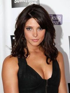 Ashley Greene - Love her hair color Beauty Makeover, Actrices Sexy, Nikki Reed, Actrices Hollywood, Kristen Stewart, Dark Hair, Brown Hair, Beautiful Actresses, Gorgeous Women