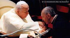 San Juan Pablo II con el entonces Arzobispo Jorge Bergoglio - Crédito: L'Osservatore RomanoEn la audiencia general de este miércoles, en el día de la memoria litúrgica de San Juan Pablo II, el Papa Francisco exhortó a no olvidar la herencia espiritual de este Pontífice https://www.aciprensa.com/noticias/papa-francisco-que-no-se-olvida-herencia-espiritual-de-san-juan-pablo-ii-72180/