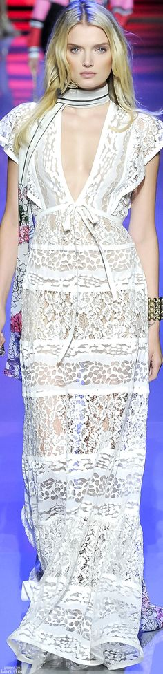Spring 2016 Elie Saab Ready to Wear - White lace dress / gown Fashion Moda, Look Fashion, Runway Fashion, High Fashion, Fashion Show, Fashion Design, Beautiful Gowns, Beautiful Outfits, Women's Dresses