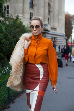 Retro inspired street style. Fabulous seventies inspired style at Paris Fashion Week Spring 2015 #pfw