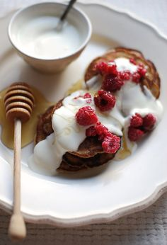 "Panquecas simples - In the mood for food: ""Beautiful, fluffy, American style pancakes"""