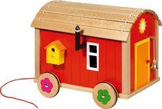 GK51814 Puppenbauwagen Goki  Zum Mitnehmen auf Reisen oder zum Besuch bei der Oma. Der Puppenbauwagen aus Holz reist einfach mit. Es ist aufwändig gestaltet und sehr gut bespielbar, Dach und Seitenwand sind abnehmbar. Im Lieferumfang ist das abgebildete Zubehör enthalten. Mit 22-teiligem Zubehör.  Maße: 34,5 x 28,5 x 28,5 cm. 66,95€ http://www.die-spielkrabbe.de/Puppenhaeuser-Zubehoer/Biegepuppen/Puppenbauwagen-mit-Zubehoer-23-teilig::135.html