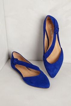 I'm not typically in to flats (unless they are booties!) but I dig the non-symetry of these angular, blue-suede shoes. The pointed toe also elongates the line of the leg - which is an important thing to consider when purchasing flats ;) #JustSaying Luca Suede Flats - Anthropologie.com