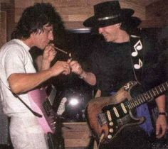 Stevie and Jeff Beck. Two guitar gods together. If SRV was still alive imagine these two jamming with Joe Bonamassa! Stevie Ray Vaughan, Music Love, Rock Music, Music Genius, The Yardbirds, Joe Bonamassa, Jeff Beck, Extraordinary People, Ray Charles
