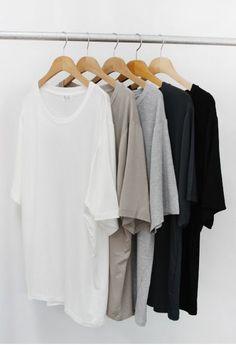 """Jag har länge fascinerats över alla otaliga teorier över hur man kan bygga, underhålla eller uppdatera sin garderob. Allt från capsule wardrobes till """"arbetsuniformer"""" á la Steve Jobs c…"""