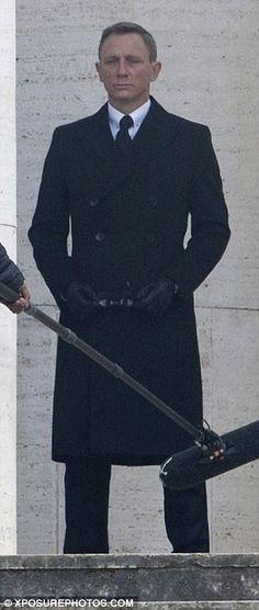 Daniel Craig drives top secret Aston Martin in new James Bond film… James Bond Actors, New James Bond, James Bond Movies, Daniel Craig Style, Daniel Craig 007, Rachel Weisz, Casino Royale, Aston Martin Db10, Suits