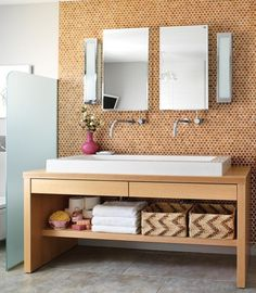 Lucky Penny: Penny Tile Inspiration, from Apartment Therapy. Sprucing up the bathroom. Penny Round Tiles, Penny Tile, Penny Backsplash, Kitchen Backsplash, Cork Wall, Cork Flooring, Flooring Tiles, Tile Floor, Interior Design
