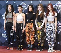their outfits are indeed my style ugh get that swag on babies ! J Pop, Cute Girls, Cool Girl, Kpop Fashion, New Girl, Korean Girl Groups, Kpop Girls, Asian Girl, Harem Pants