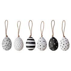 Decoreer jouw voorjaarstak in stijl met deze toffe zwart wit paaseieren. Een set van 6 zwart witte paashangers van het Deense merk Bloomingville.