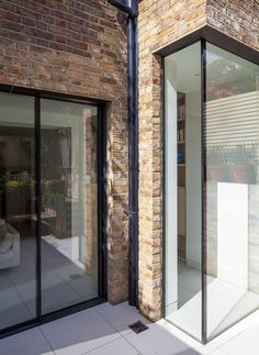 Love the picture window with slim profile. Chelsea Town House by Moxon Architects  Could work in inverse to maintain walkway