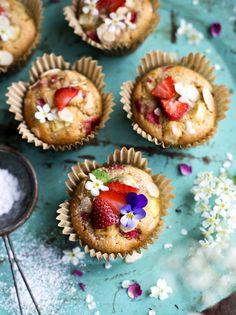 Gluten free Rhubarb & Strawberry Muffins / Rabarber & Jordgubbsmuffins - Evelinas Ekologiska