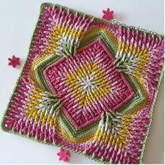 """""""Mi piace"""": 5,531, commenti: 78 - Muhacir.Kız'ından. (@_sizin_orgu_sunumlariniz_) su Instagram: """" . #photo @suzan_ve_elisi  . #örgü#örgüfikirleri#elişi#tığişi#motif…"""" Motif Mandala Crochet, Crochet Flower Squares, Crochet Mat, Crochet Blocks, Granny Square Crochet Pattern, Crochet Stitches Patterns, Crochet Home, Crochet Designs, Knitting Patterns"""