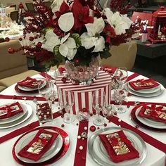 Christmas Banquet Decorations, Christmas Tablescapes, Christmas Centerpieces, Valentine Decorations, Christmas Birthday Party, Christmas Tea, Elegant Christmas, Christmas Kitchen, Christmas Dining Table