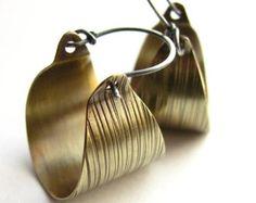 Moderna in argento e ottone cerchio orecchini di Mocahete su Etsy