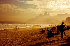 """O fotógrafo Alexandre Marques Pereira registra a paisagem da cidade e deixa sua mensagem """"Rio de sol, de mar, de alegrias mil""""  Alexandre Marques Pereira/VC no G1"""