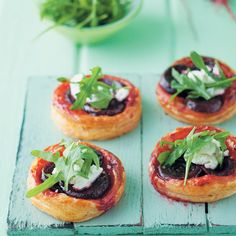 Make the Caramelised Beetroot Tarts as appetisers or snacks to welcome guests. Snack Recipes, Healthy Recipes, Snacks, Healthy Food, South African Recipes, Ethnic Recipes, Savory Tart, Appetisers, Beetroot