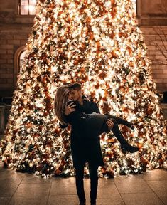 Couple goals 😍 Yes or No? Couple Goals Relationships, Relationship Goals Pictures, Christmas Couple, Christmas Travel, Couple Christmas Pictures, Christmas Kiss, Cute Couple Pictures, Couple Photos, Couple Goals Cuddling