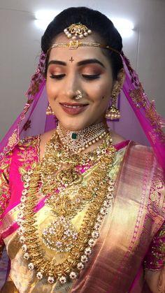 Bridal Hairstyle Indian Wedding, Indian Bridal Makeup, Indian Bridal Fashion, Bridal Jewellery Inspiration, Indian Bridal Jewelry Sets, Bridal Sarees South Indian, Beautiful Indian Brides, Fancy Dress Design, Bridal Makeup Looks