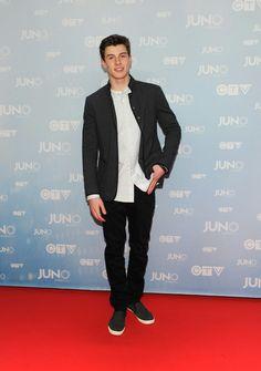 Shawn mendes red carpet at juno's awards
